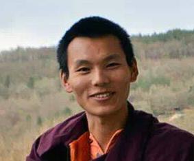 Tenzing Wangpo draussen klein